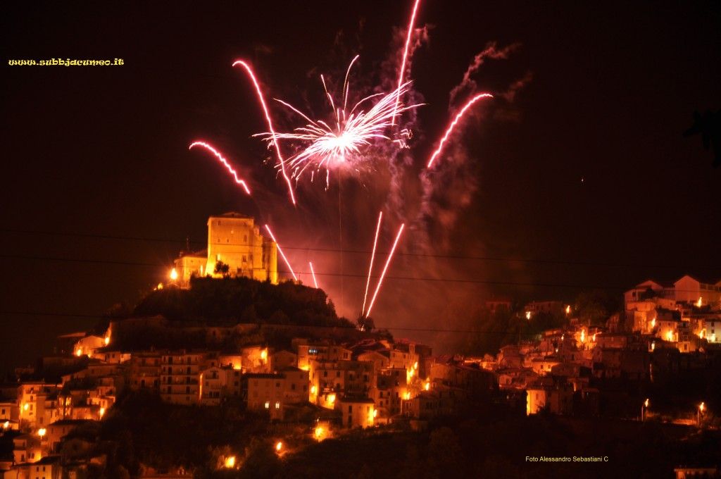 Foto Alessandro Sebastiani (ittu Sebba) Fochi d'artificiu la sera e l'Assunta ncéo - 15 austu 2013. Subiaco RM.