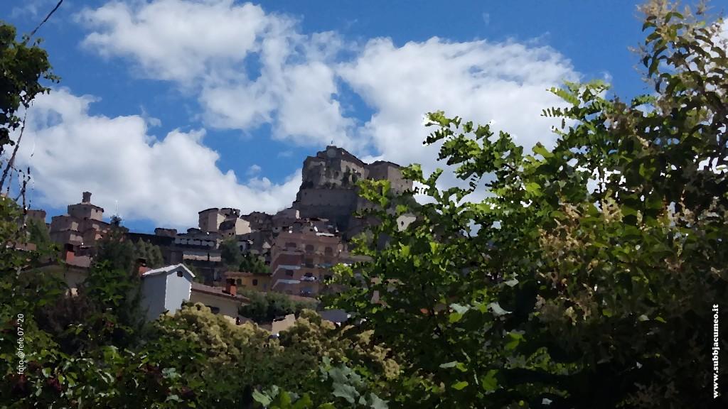 Santa Maria della Valle e la Rocca dei Borgia viste dalla via della Pila sulla sponda sinistra del fiume Aniene